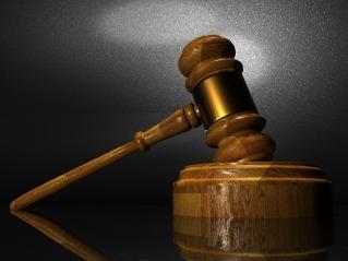 https://pixabay.com/es/derecho-la-justicia-corte-juez-1063249/